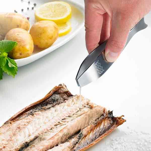Pinzas-para-espinas-de-pescado-Westmark-con-pez